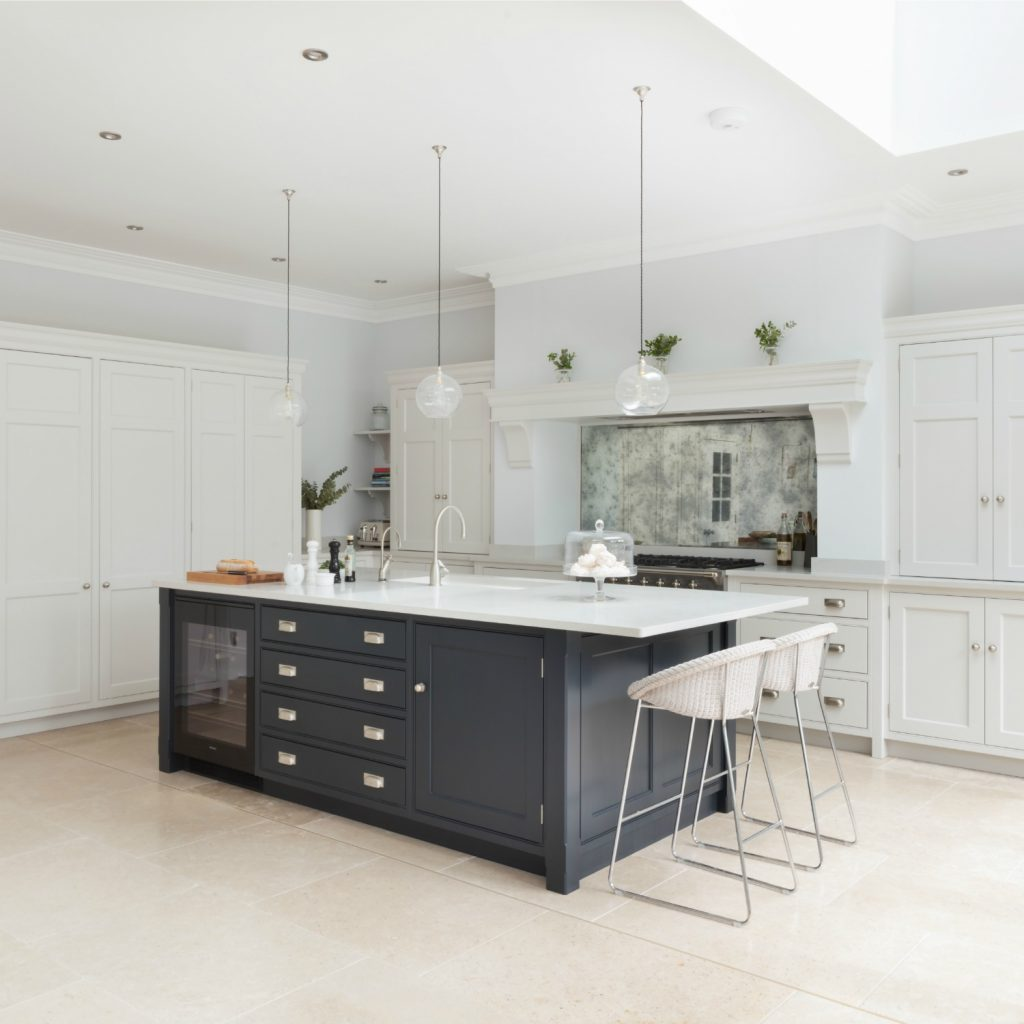 Open plan luxury kitchen london humphrey munson kitchens for New kitchen london
