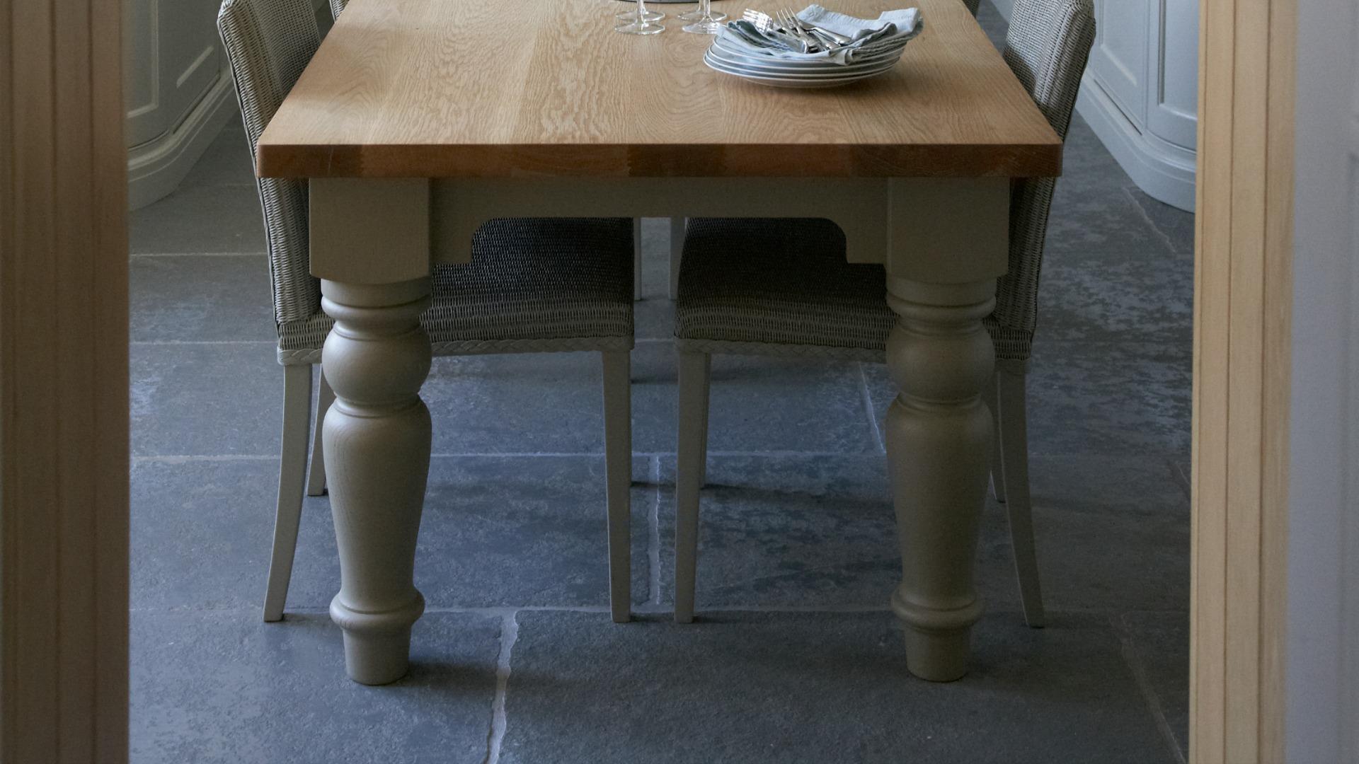 Blenheim Limestone Tumbled - Humphrey Munson Stone Atelier