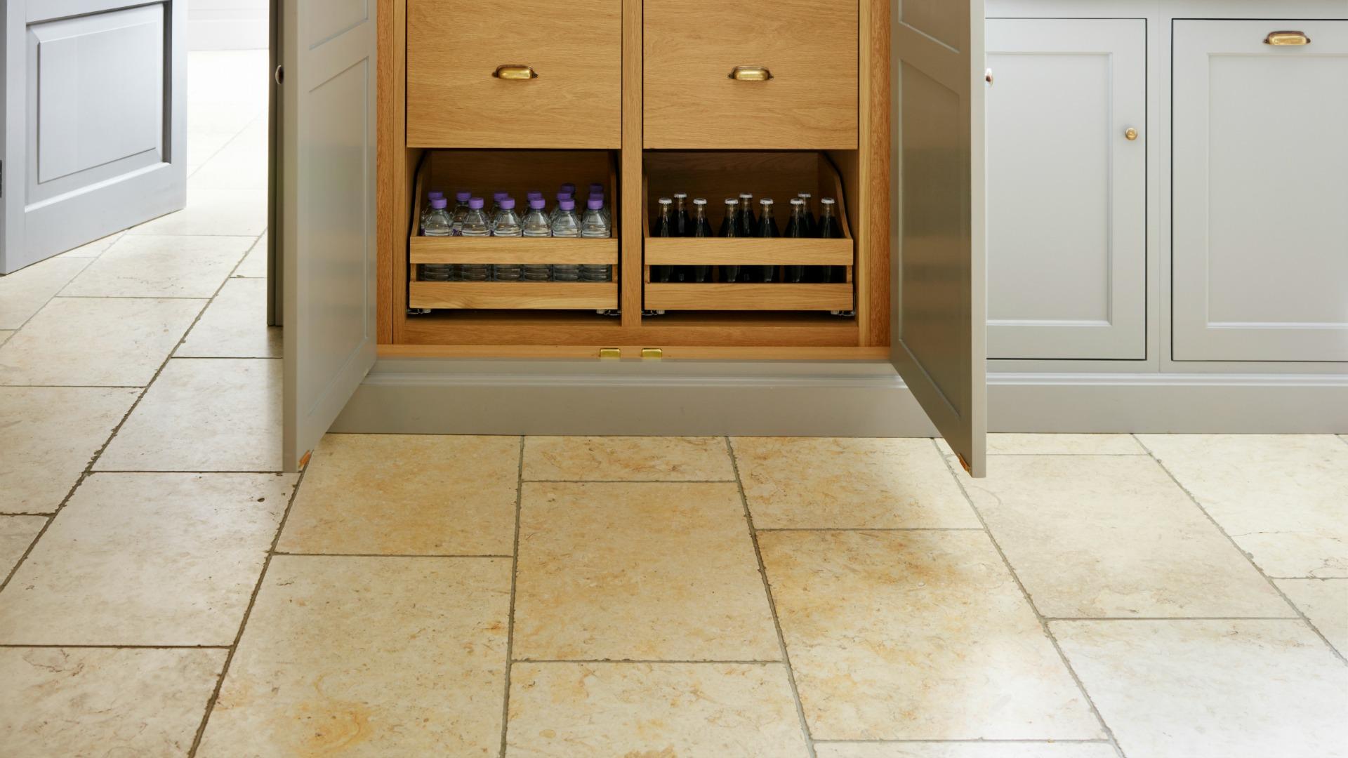 Moreton Limestone Tumbled - Humphrey Munson Stone Atelier