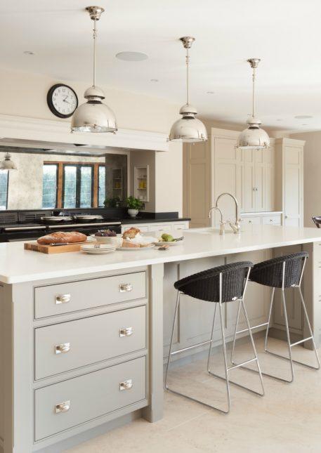 Bespoke family kitchen gerrards cross humphrey munson for Large family kitchen
