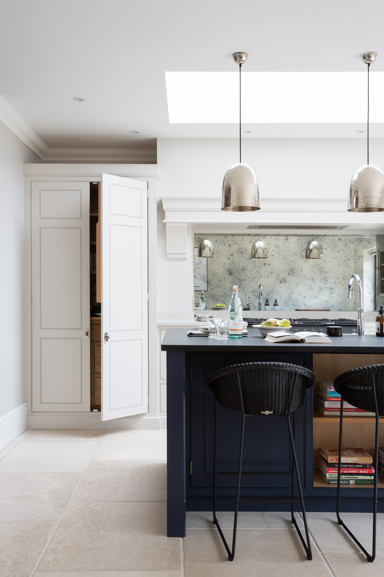 Contemporary Spenlow Kitchen, Essex - Humphrey Munson