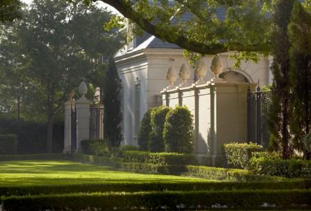 Sawyer Berson French Neoclassical Garden-Metairie-New-Orleans - Humphrey Munson Blog