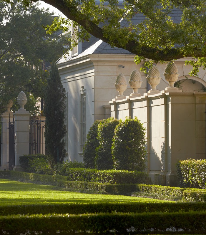 Sawyer Berson French Neoclassical Garden-Metairie-New-Orleans - Humphrey Munson Blog