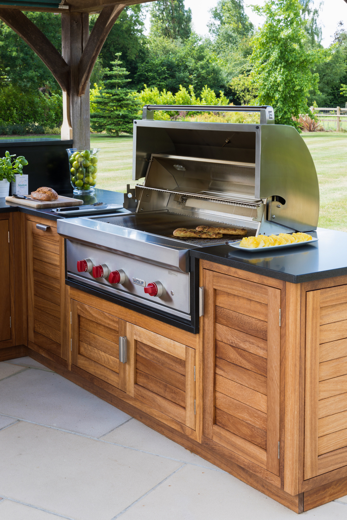 The Wolf | 107cm Outdoor Gas Grill - Humphrey Munson Kitchens