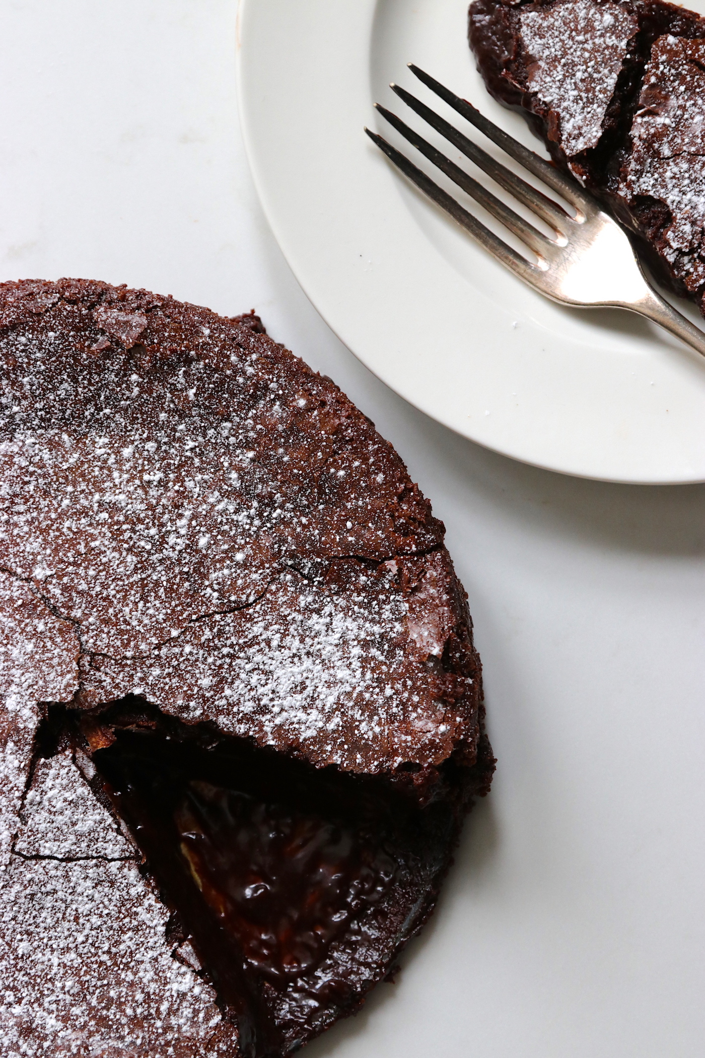 Gooey Dark Chocolate Cake - Humphrey Munson Blog