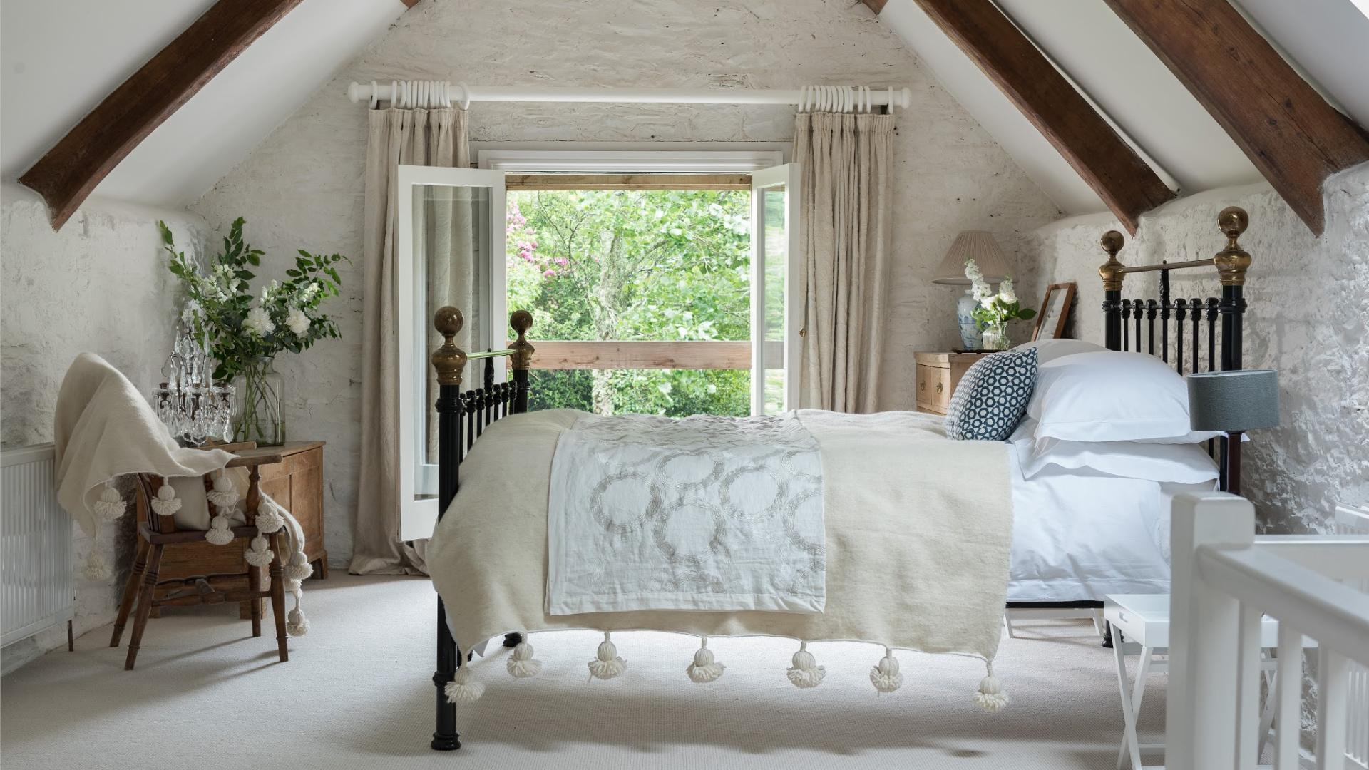 Unique places to stay - Unique Home Stays - Ellesmera Mill - Humphrey Munson