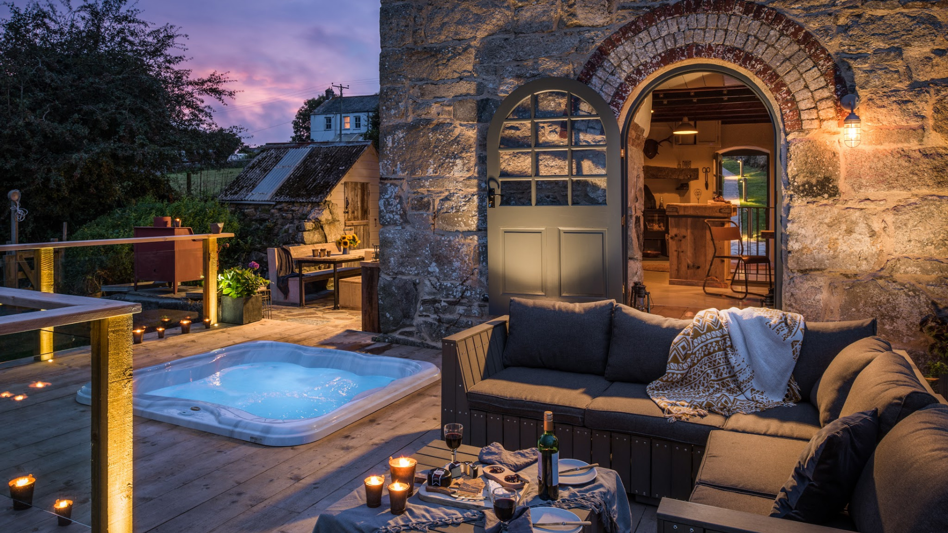 Unique places to stay - Unique Home Stays - The Stack - Humphrey Munson