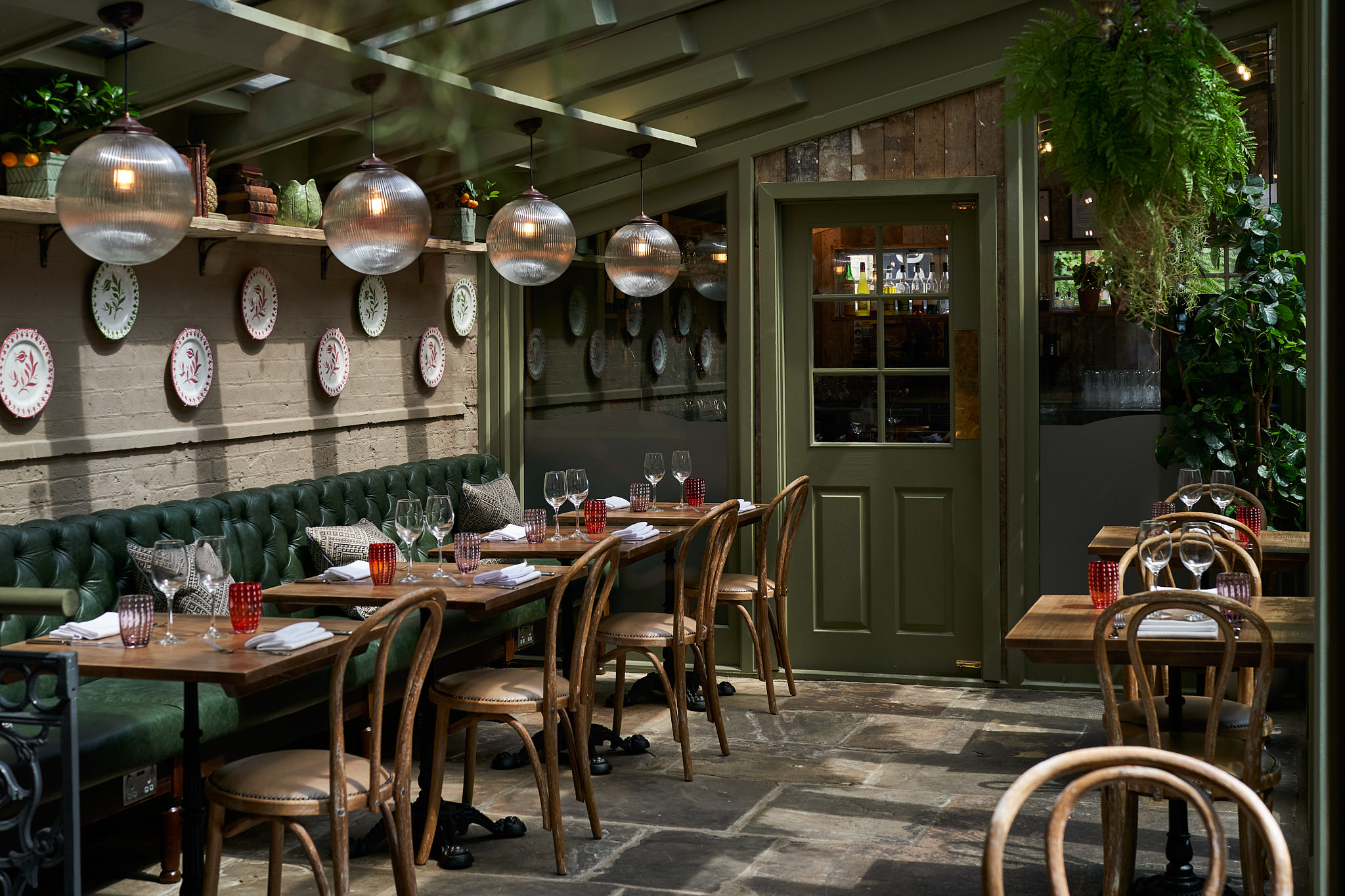Stanley's Restaurant | Secret Garden In Chelsea | Humphrey Munson